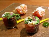 イベリコ生ハムで巻いた魚介の生春巻きと「トマトのキムチ漬け