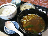 カレーうどん(十割そば、ライスつき)