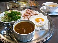 チキンカレー(サラダなどが付くセット)とトマトスープ単品
