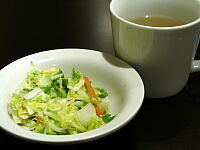 コールスロー・サラダとスープ