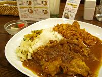 カレー2種合いがけ(チキン、ひき肉とれんこん)