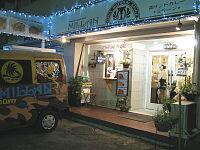 お店の外観と移動販売用の自動車