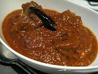 キューブカットのラム肉カレー 南インドスタイル