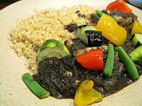 夏野菜と豆腐の黒胡麻カレー・玄米サフランライス